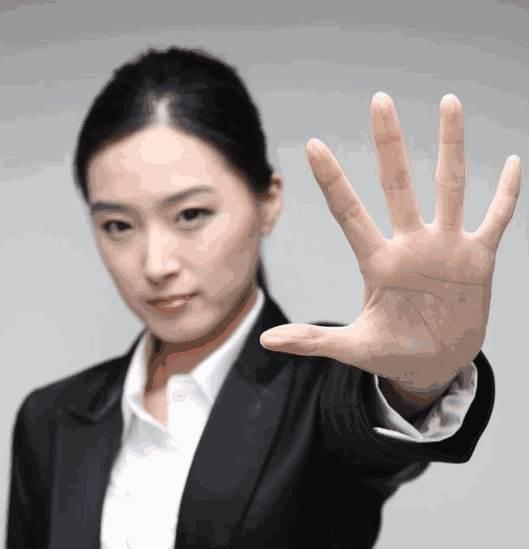 """看手相到底有没有""""男左女右""""的说法?看哪只手更加准?-面相算命-风水八字同城网"""